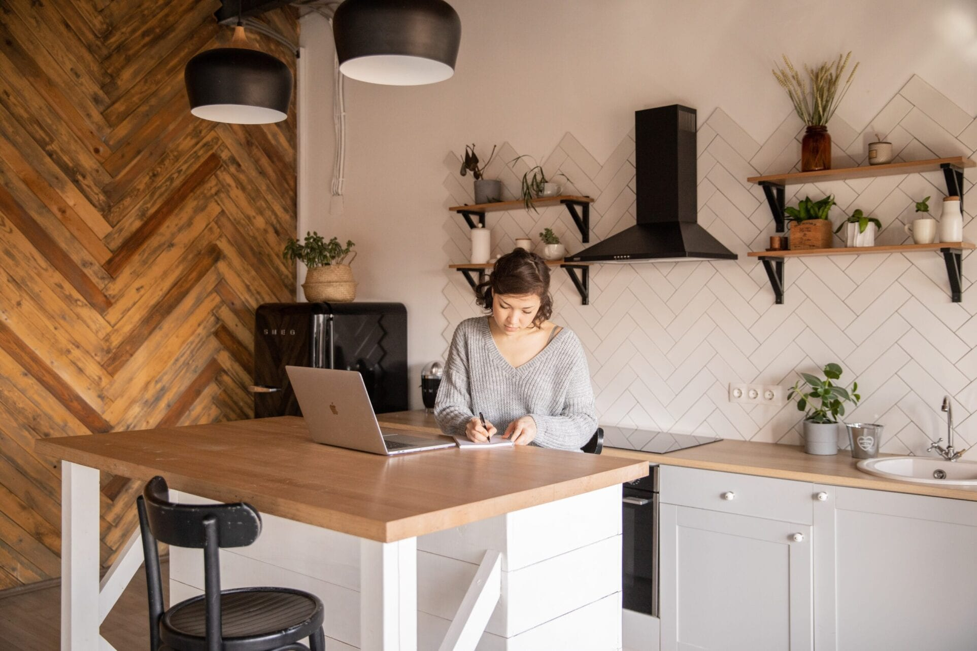 Woman working on the laptop doing social email marketing